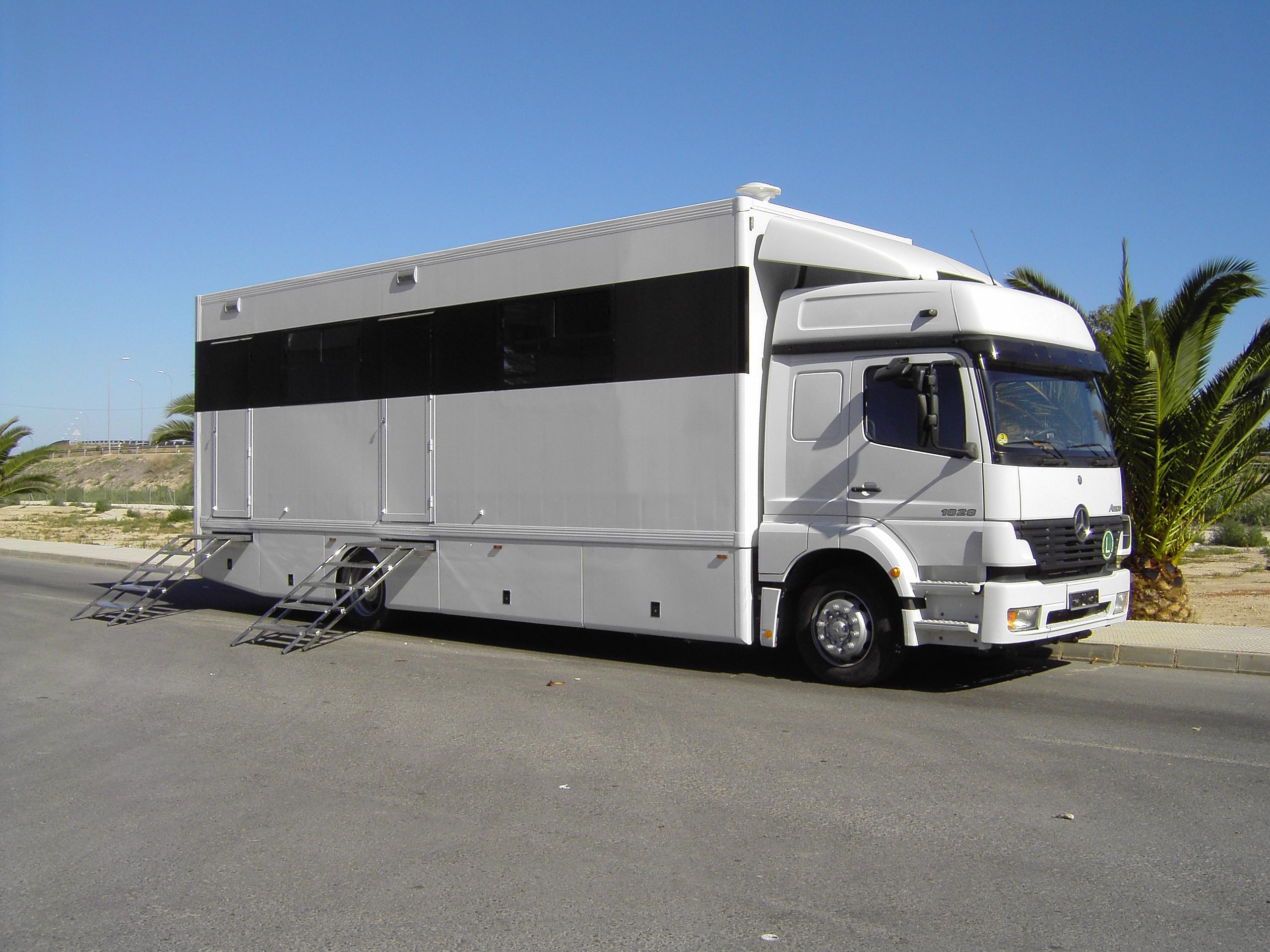 camion racing caravanas costa. Black Bedroom Furniture Sets. Home Design Ideas